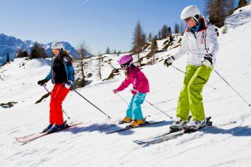 Neve 2019: famiglia mentre scia